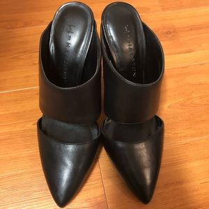 H by Halston black pointed toe shoes